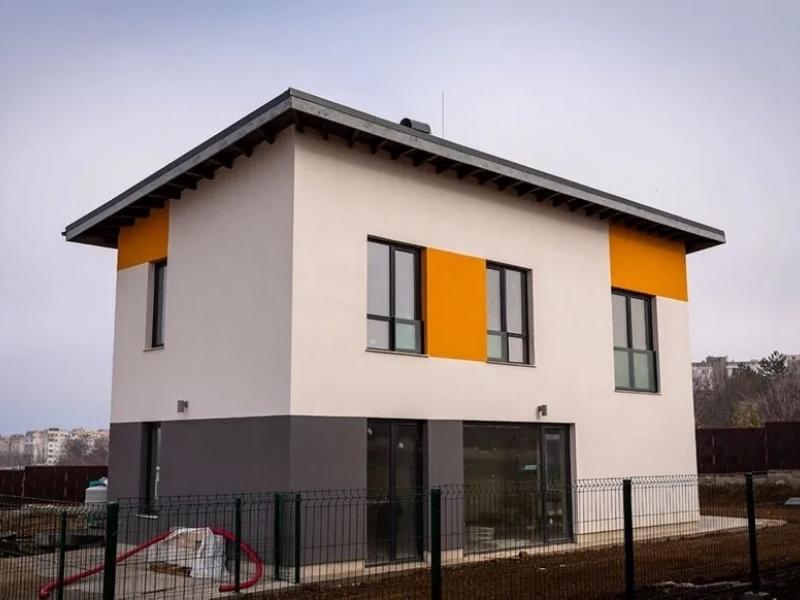 Продаваме двуетажна къща с РЗП 143 кв с двор 467 кв. Ново строителство в Плевен
